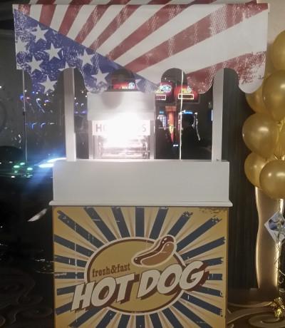Leuke hotdogkraam huren met Amerikaanse hotdogmachine